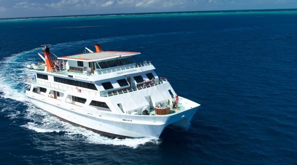 Reef Encounter cruising on the coral sea
